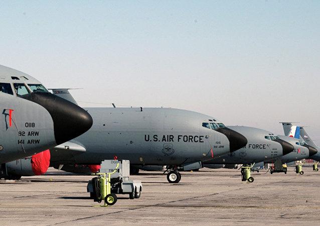 O bombardeiro KC-135 da Força Aérea dos EUA