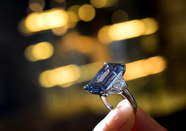 Oppenheimer Blue, o maior diamante azul da categoria vívido fantasia vendido por US$ 57,5 milhões