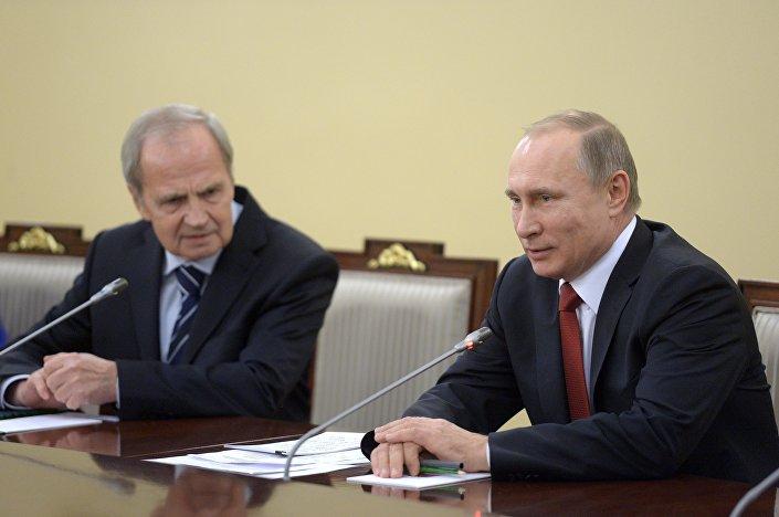 Valery Zorkin e o presidente russo Vladimir Putin. Foto de arquivo de 14 de dezembro de 2015