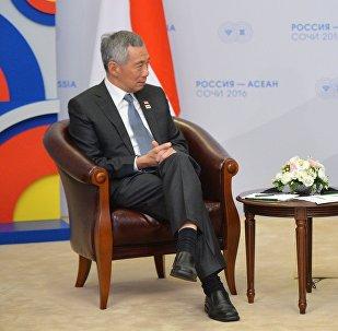 O presidente russo, Vladimir Putin, durante encontro com o premier de Singapura,  Lee Hsien Loong, em Sochi