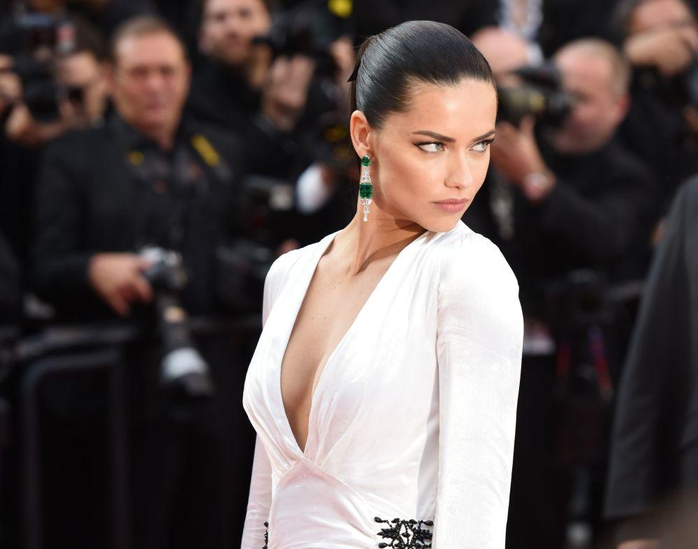 A modelo, atriz e diretora brasileira Adriana Lima