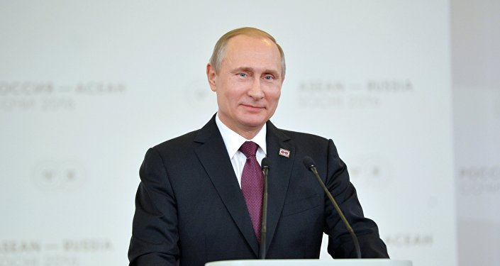 O presidente russo Vladimir Putin durante a conferência de imprensa depois da cúpula ASEAN-Rússia