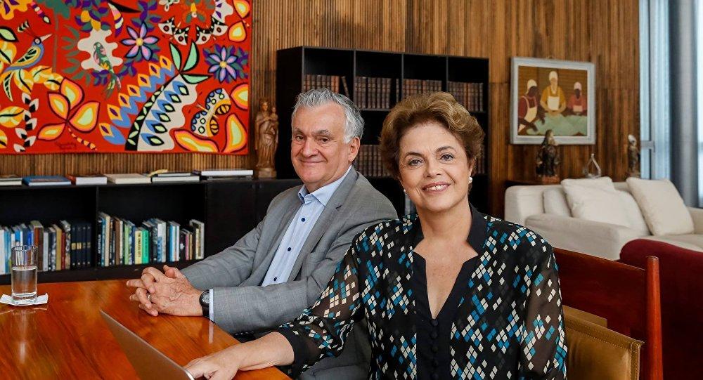 Dilma Rousseff e Juca Ferreira respondem as perguntas de internautas