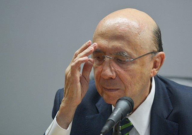 Meirelles diz que governo vai divulgar nesta terça-feira novas medidas, com mais cortes de gastos públicos