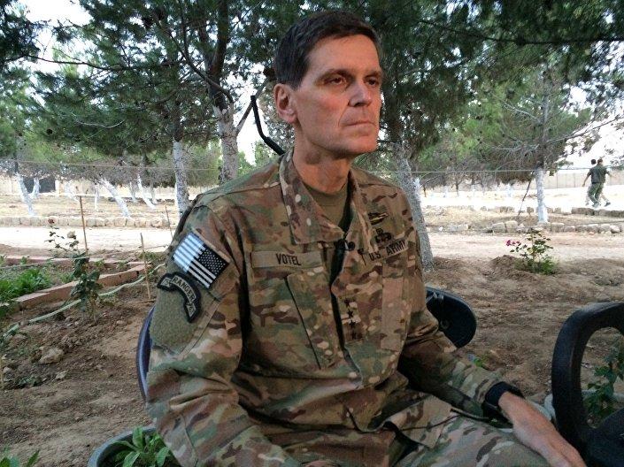 Chefe do Comando Central dos EUA general Joseph Votel encontra-se com jornalistas durante visita sigilosa a Síria e Turquia