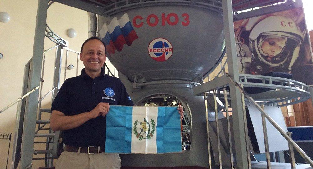 Vinicio Montoya e a nave espacial Soyuz