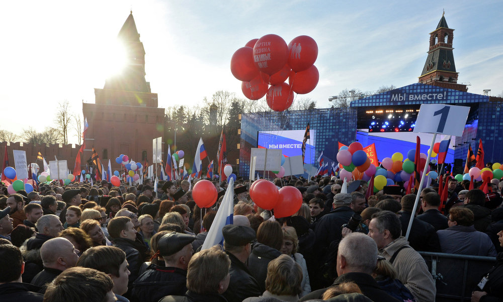 Comemoração e concerto do primeiro aniversário de reunificação da Crimeia com a Rússia na praça Vasilievsky Spusk, em Moscou