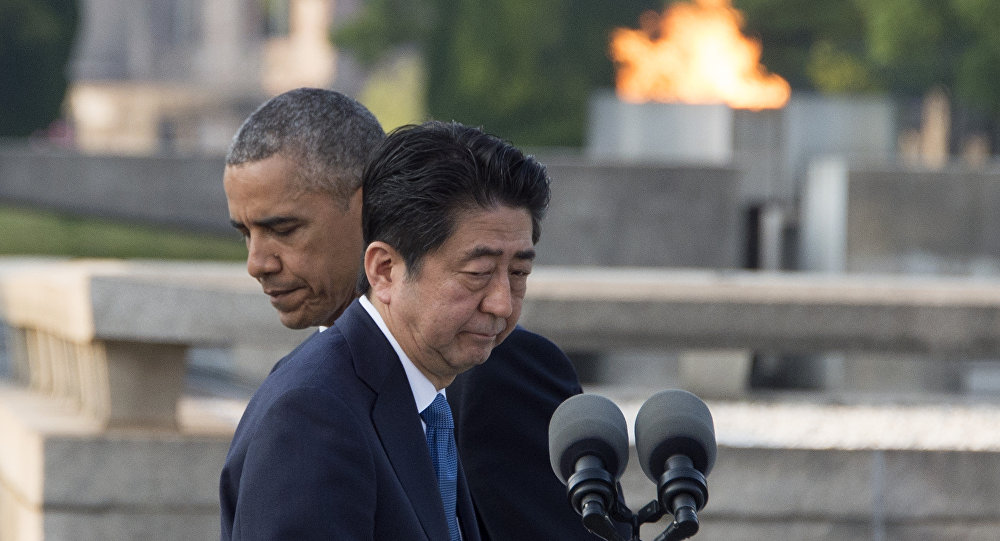 Barack Obama e Shinzo Abe durante evento solene em Hiroshima em 27 de maio de 2016