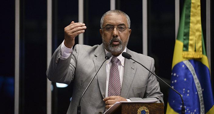 Paulo Paim no Plenário do Senado Federal