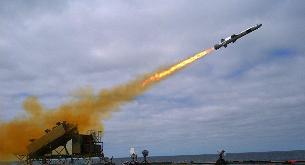 Míssil de Ataque Marítimo é lançado a partir do navio militar norte-americano USS Coronado (LCS-4), Califórnia, EUA, setembro de 2014 (foto de arquivo)