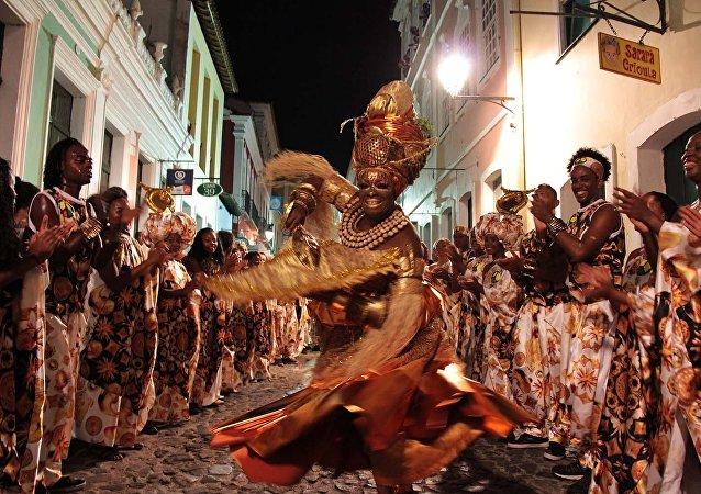 Bloco do Olodum , que tem uma ONG e desenvolve trabalhos sociais envolvendo música, no Carnaval de Salvador