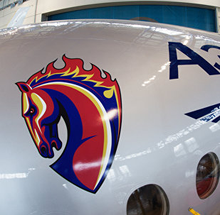 Sukhoi SuperJet 100 customizado nas cores do time de futebol CSKA