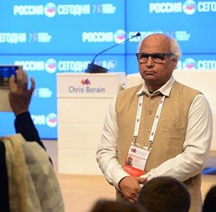 O jornalista indiano Soondhindra Kulkarni é fotografado no primeiro dia do Fórum Internacional da Mídia em Moscou, em 6 de junho de 2016