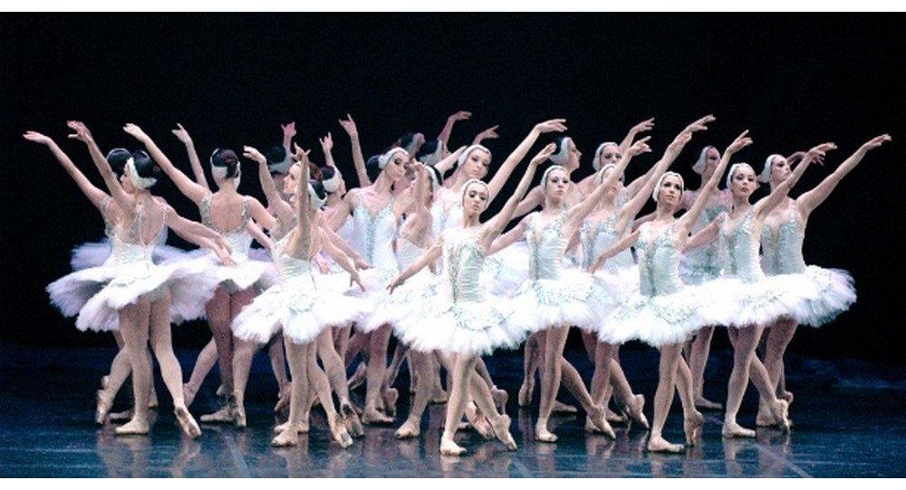 Ballet 'O Lago dos Cisnes' no Theatro Municipal do Rio