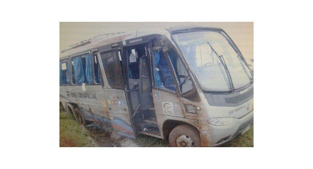 Micro-ônibus de veterinários russos na BR-060