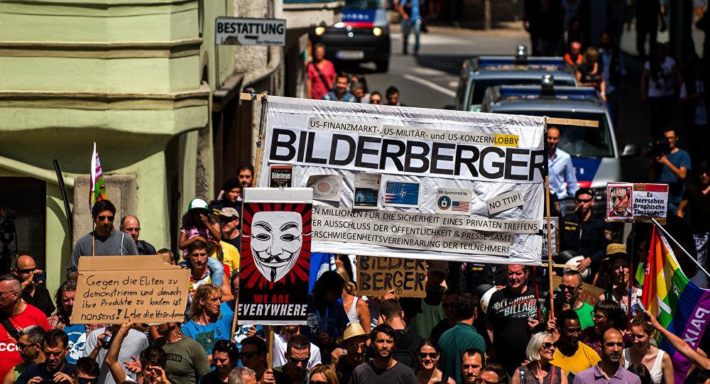 Os protestos contra o encontro de Clude de Bilderberg em Telfs, Áustria, 13 de junho de 2015