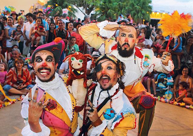 O grupo Corsários Inversos se apresenam neste sábado (11), no Sesi Bonecos do Mundo.