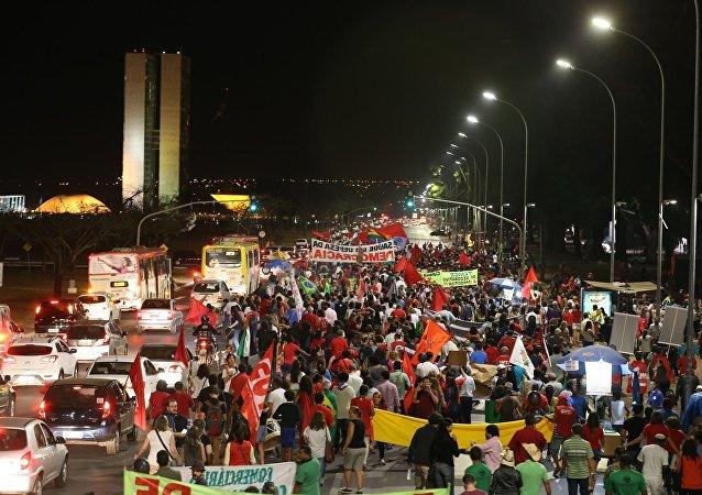 Manifestação em Brasília contra Temer ocupa Esplanada dos Ministérios