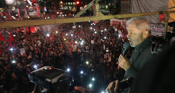 Ex-presidente Lula, durante ato contra o golpe, na Avenida Paulista