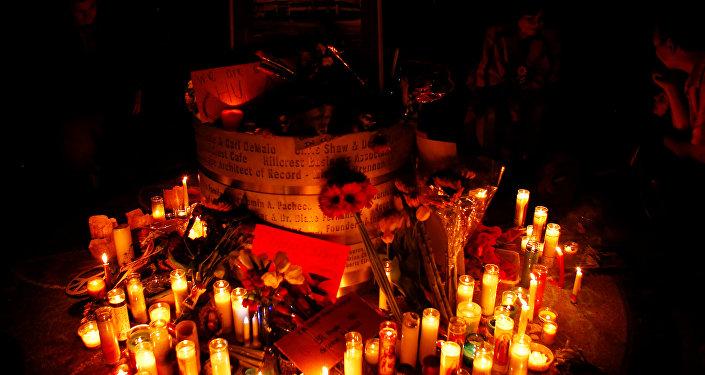 Memorial improvisado em memória das vítimas de Orlando