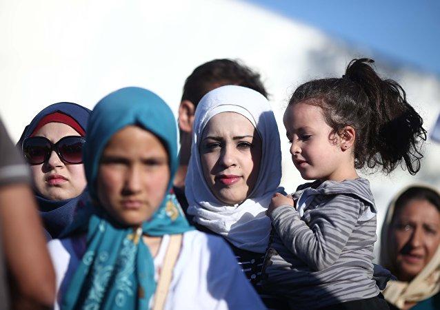 Mulheres refugiadas a caminho da Europa (foto de arquivo)