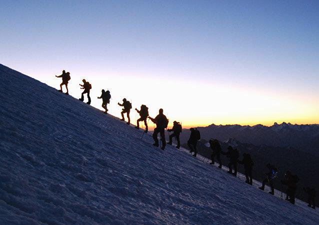 Subiba ao Monte Elbrus no âmbito de uma expedição geográfica