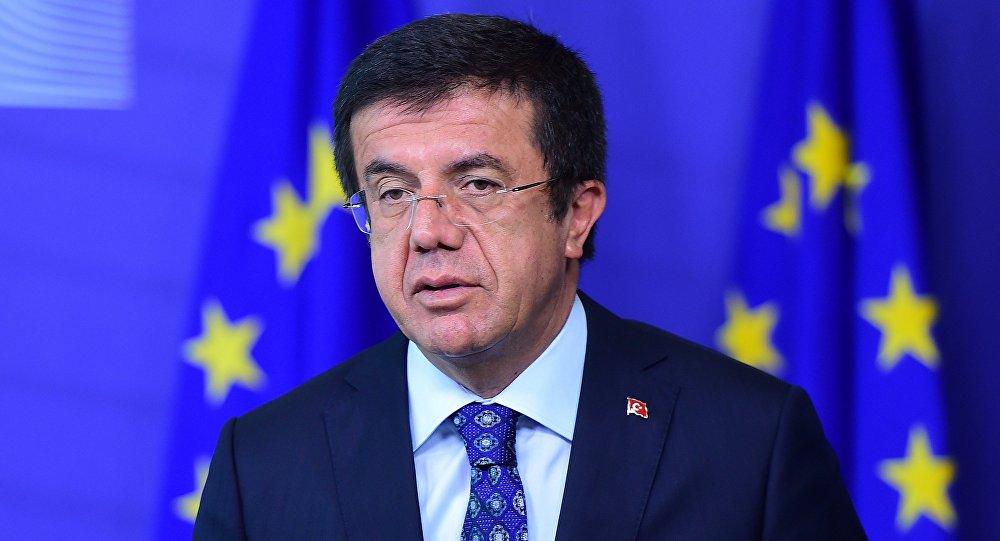Ministro da Economia turco, Nihat Zeybekci, dá uma conferência de imprensa em 12 de maio de 2015, após reunião com o comissário europeu para o comércio na Comissão Europeia em Bruxelas.