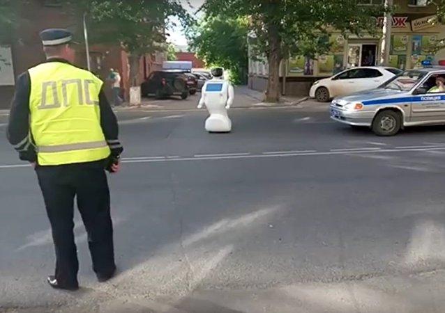 O robô esquisito causa engarrafamento