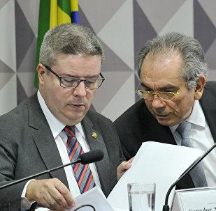 Comissão do Impeachment ouve novas testemunhas de defesa no processo contra Dilma