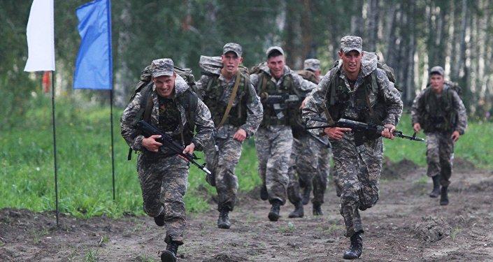 Soldados russsos durante os exercícios militares