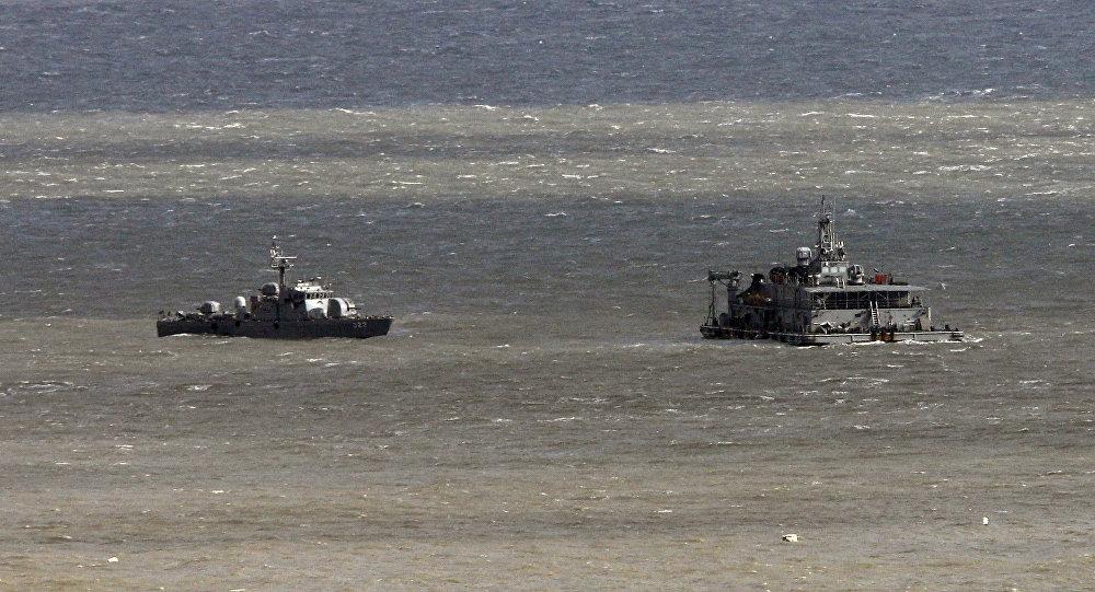 Navios de guerra da Coreia do Sul patrulham perto da ilha Yeonpyeong em 23 de novembro, 2011