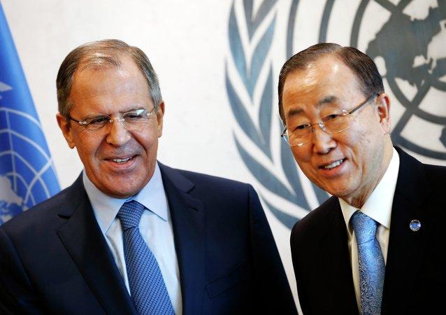 Ministro das Relações Exteriores da Rússia Sergei Lavrov e secretário-geral da ONU Ban Ki-moon