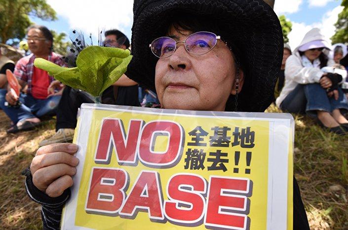 Mulher japonesa durante manifestação, 19 de junho