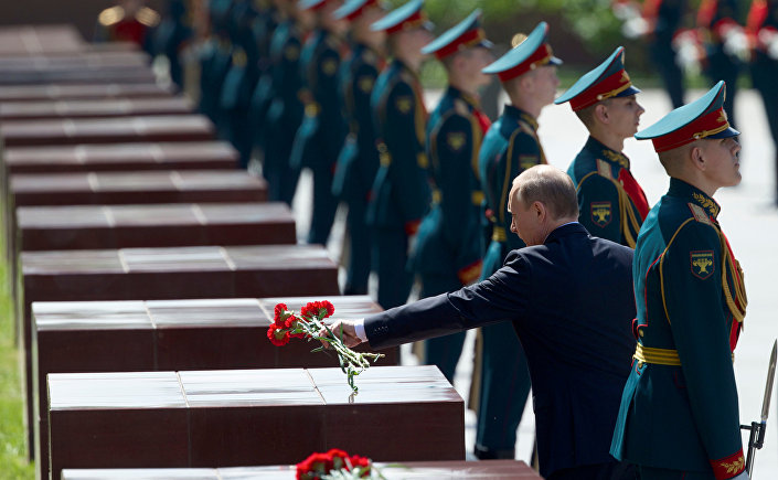 Em 22 de junho de 2016, 75 anos depois do início da ofensiva nazista contra a URSS e início da Grande Guerra pela Pátria, o presidente russo Vladimir Putin depositou flores no memorial que ronda o Kremlin de Moscou