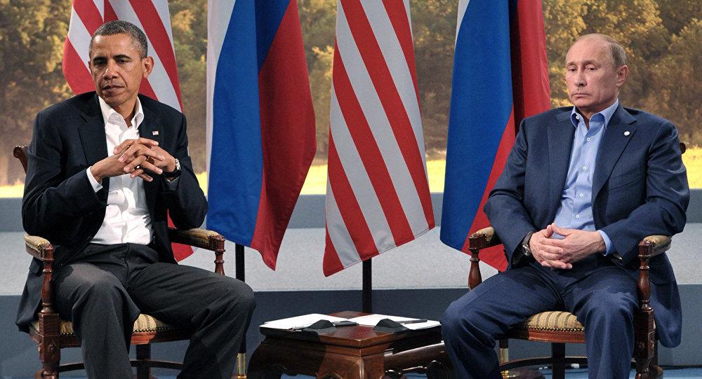 Presidente russo Vladimir Putin e presidente dos EUA Barack Obama em um encontro na cúpula do G8, em 17 de junho, 2013