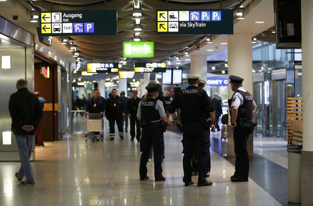 Polícia no aeroporto de Duesseldorf