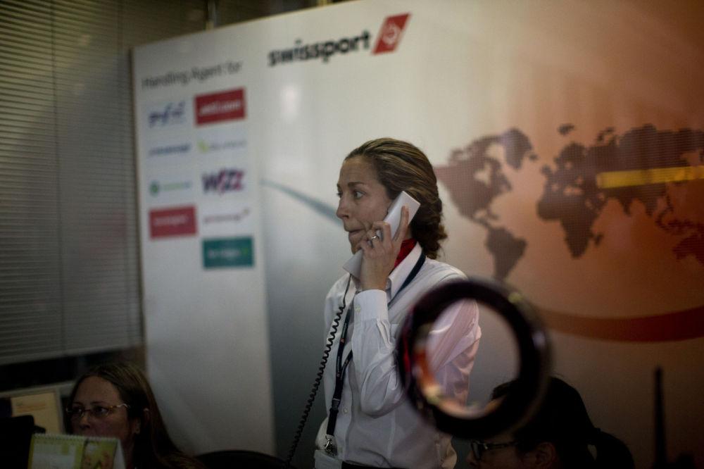 Funcionária da Swissport no aeroporto da Barcelona
