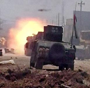 Esta imagem de um vídeo divulgado pela agência Associated Press em 26 de junho de 2016 mostra combates nas ruas de Fallujah, cidade iraquiana anteriormente declarada completamente limpa do Daesh