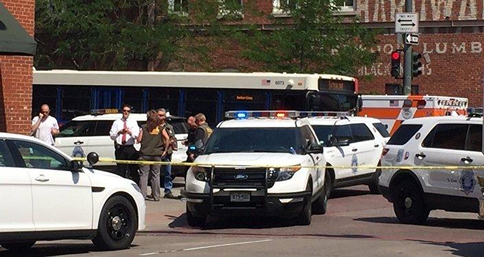 Veículos da polícia ocupam esquina da 15ª com a Wynkoop após um tiroteio ser relatado na cidade de Denver, estado do Colorado, nos EUA (arquivo)