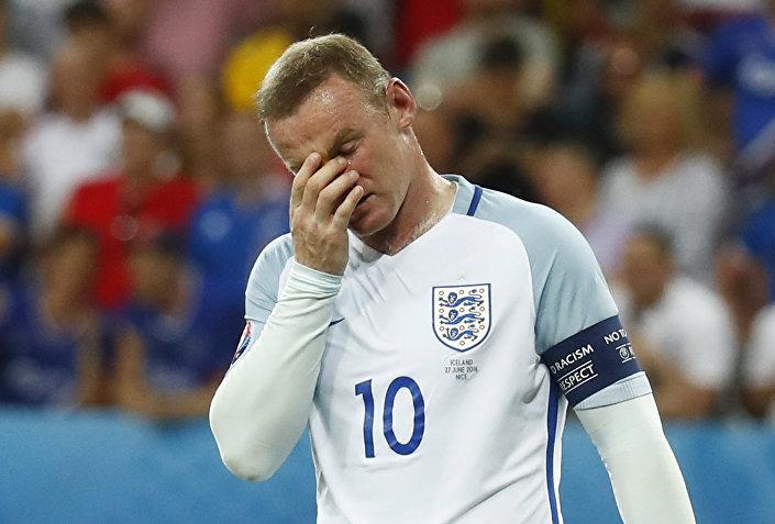 Wayne Rooney, capitão da equipe nacional inglesa de futebol depois da derrota por 2 a 1 nas oitavas da UEFA Euro 2016 contra Islândia