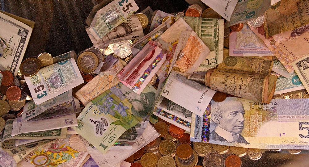 Notas e moedas de libras esterlinas e euros