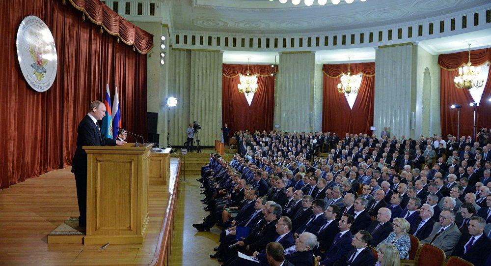 30 de junho 2016. Vladimir Putin durante o discurso no âmbito do encontro com embaixadores e representantes russos no estrangeiro