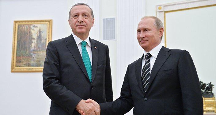 Presidente turco Recep Tayyip Erdogan e o presidente russo Vladimir Putin durante o encontro bilateral em Kremlin, Moscou, Rússia, setembro de 2015