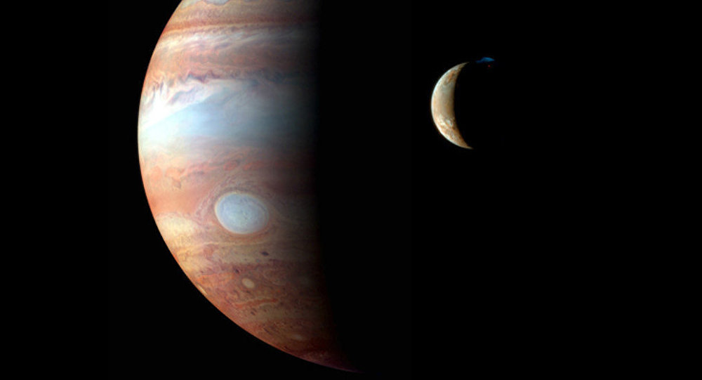 Júpiter e a sua lua