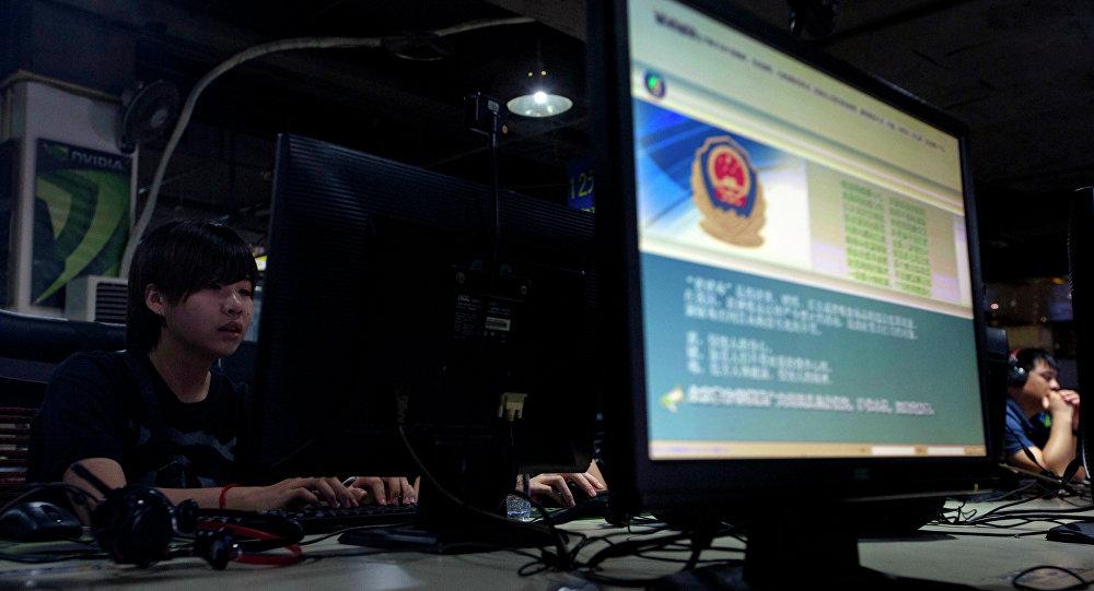 O computador do Internet café em Pequim, China