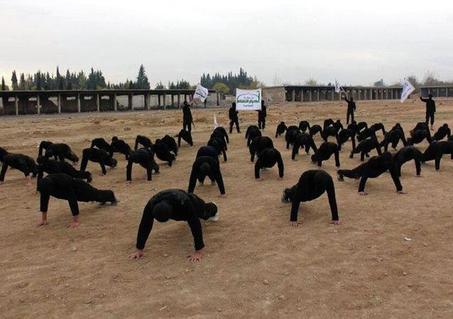 Militantes da Ahrar al-Sham em treinamento