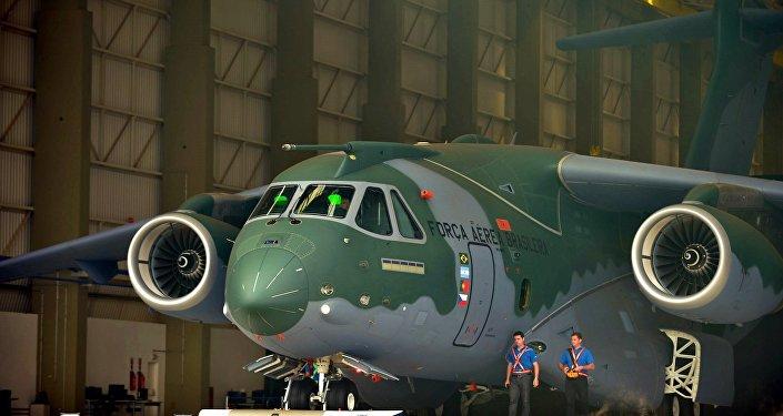Apresentação do avião KC-390 no Brasil, 2014 (foto de arquivo)