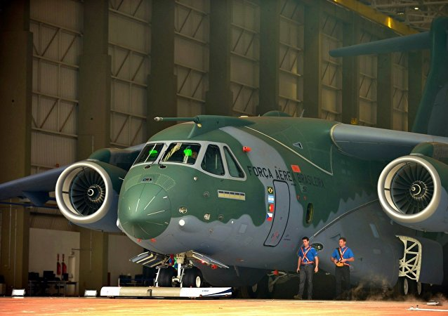 Apresentação do avião KC-390, da Embraer, no Brasil (arquivo)