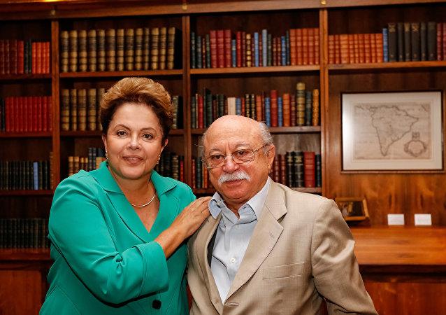 Roberto Amaral em encontro com a presidenta afastada Dilma Rousseff em 2014