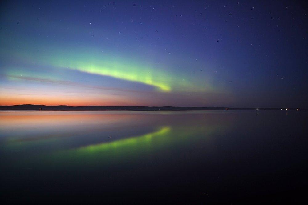 Muitos turistas procuram deleitar seus olhos com auroras boreais durante o inverno.